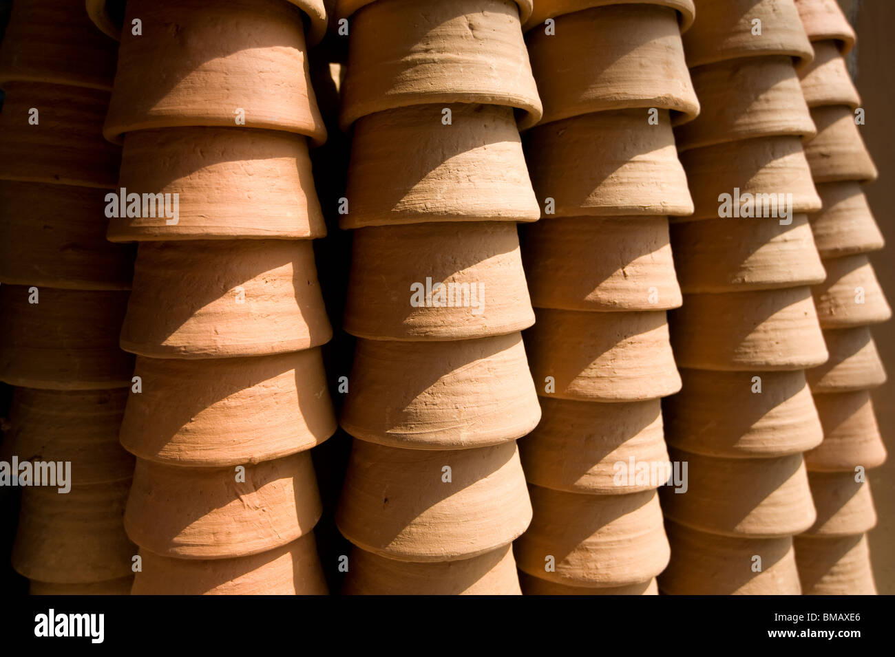 Disposable and recyclable terra cotta cups for lassi, an Indian yoghourt drink, Jaipur, Rajasthan - Stock Image