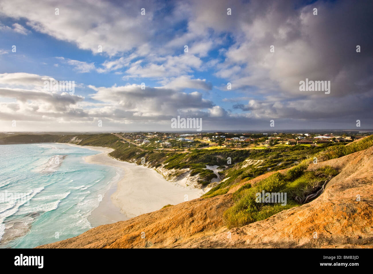Large houses in an affluent coastal suburb overlooking West Beach in Esperance, Western Australia - Stock Image