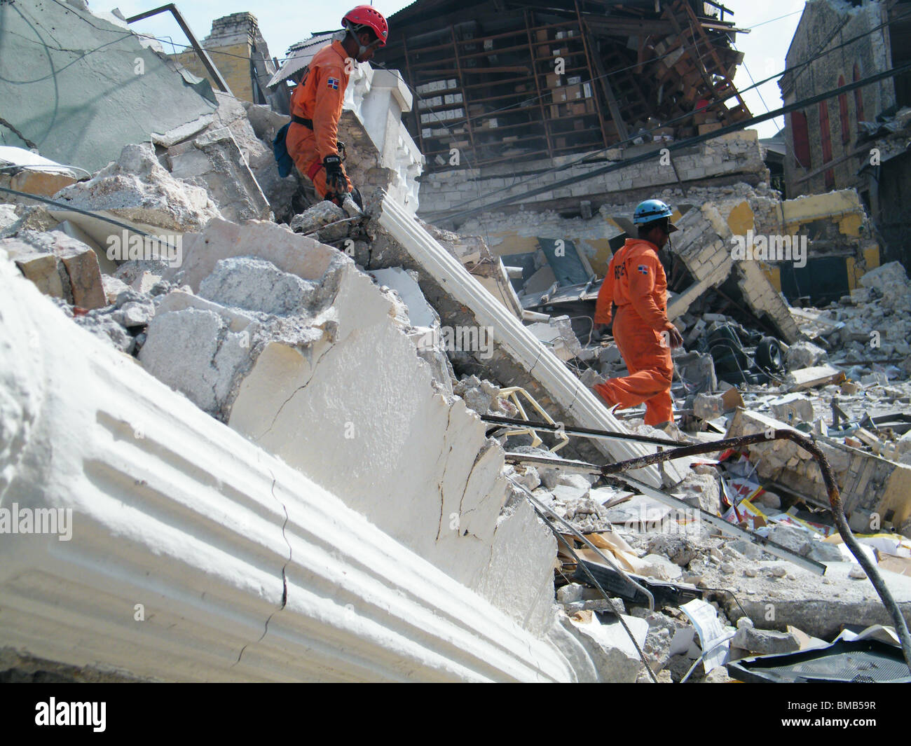 Members of the Dominican Defensa Civil search for survivors in the rubble in Port au Prince after the Haiti earthquake - Stock Image