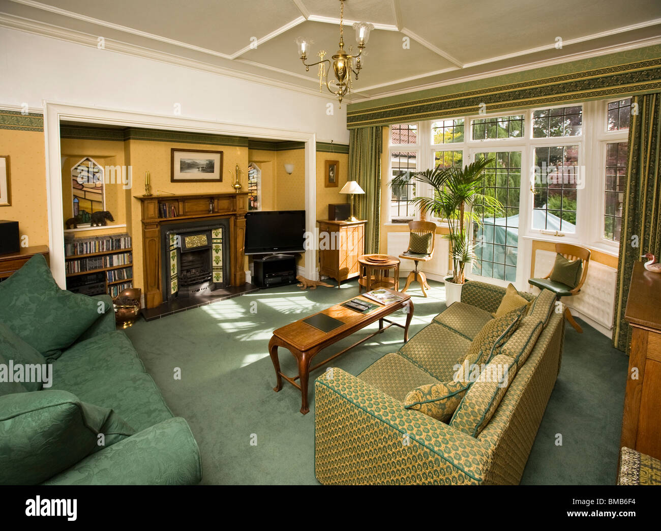 Houses Edwardian Arts And Crafts House Sitting Room Interior Stock