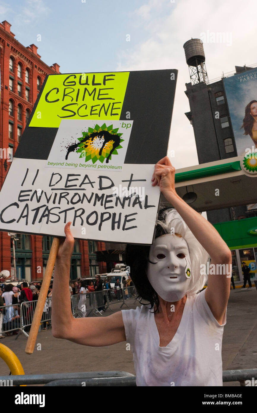 New York City, NY Activists shut down a BP gas station to protest gulf coast oil spill - Stock Image