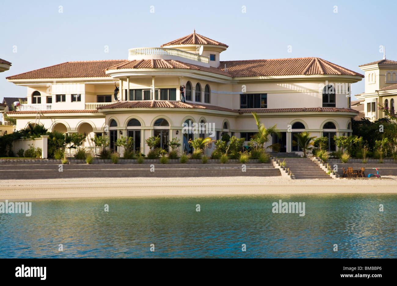 a grand villa along one of the fronds on the palm island jumeirah in stock photo 29754206 alamy. Black Bedroom Furniture Sets. Home Design Ideas