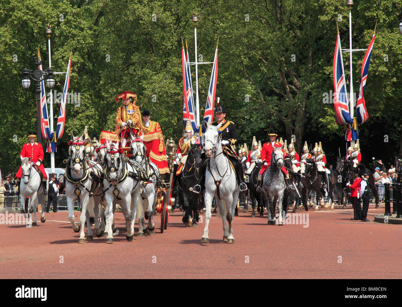 Queens Carriage returns to Buckingham Palace . State Opening Parliament 2010 - Stock Image