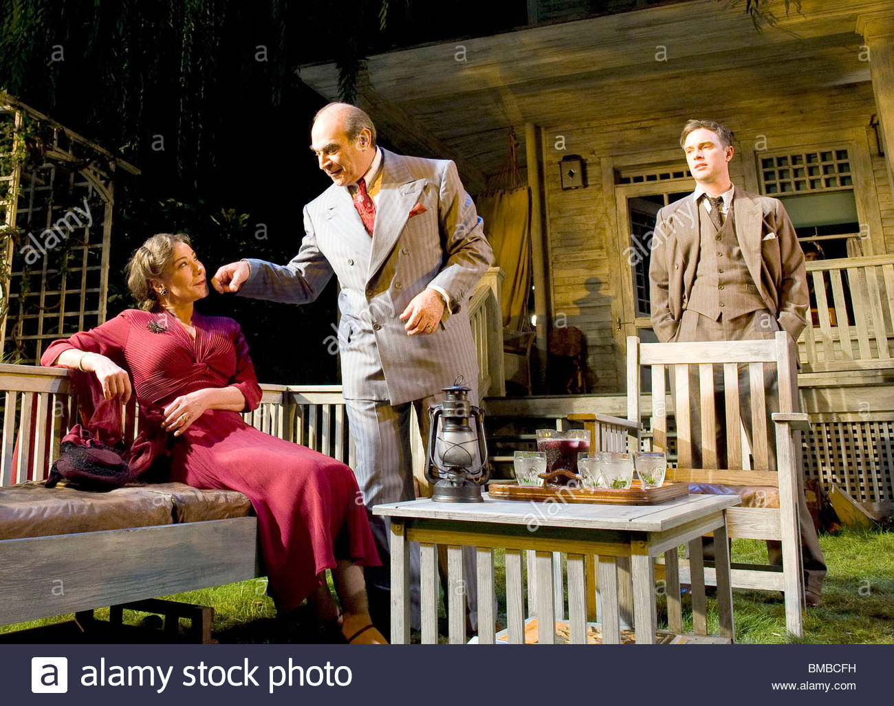 All My Sons by Arthur Miller,directed by Howard Davies.With Zoe Wanamaker as Kate Keller, David Suchet as Joe Keller, - Stock Image