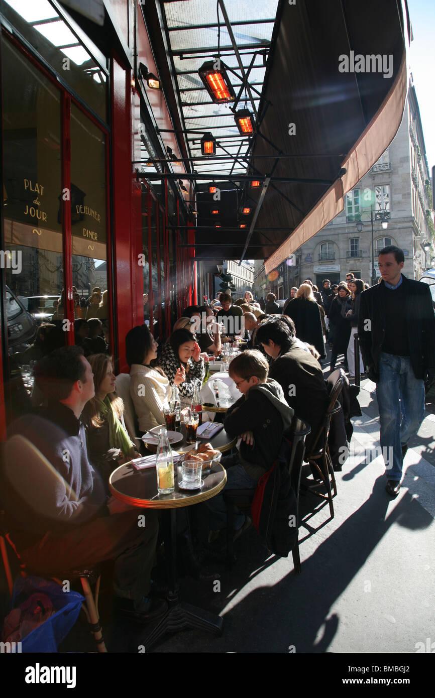 Petit paris restaurant stock photos petit paris restaurant stock images alamy - Le comptoir du petit marguery paris 13 ...