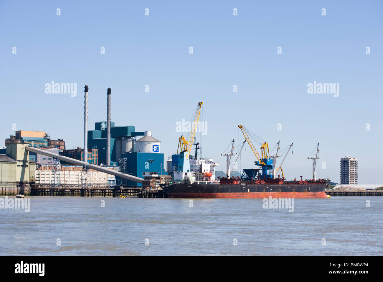 Ship unloading at the Tate & Lyle Wharf Silvertown London England - Stock Image
