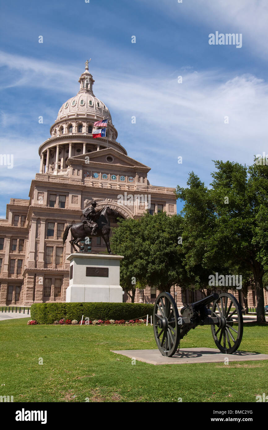 Front of Texas state capitol building or statehouse in Austin with Texas Rangers and canon statues - Stock Image