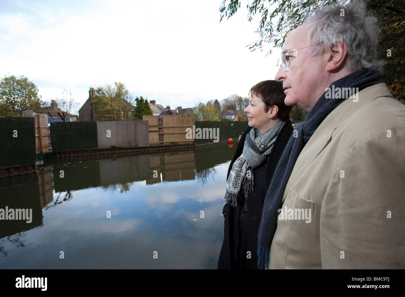 Philip Pullman and Green party leader Caroline Lucas visit Jericho boatyard in Oxford - Stock Image