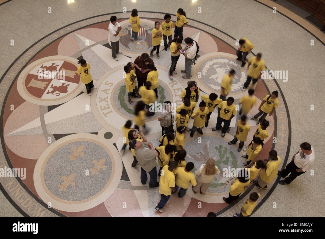 School children looking at seals on floor of Texas state capitol building rotunda in Austin - Stock Image