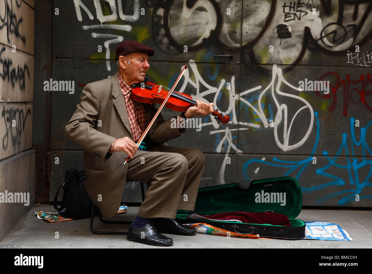 Violinist in Florence, Italy - Stock Image