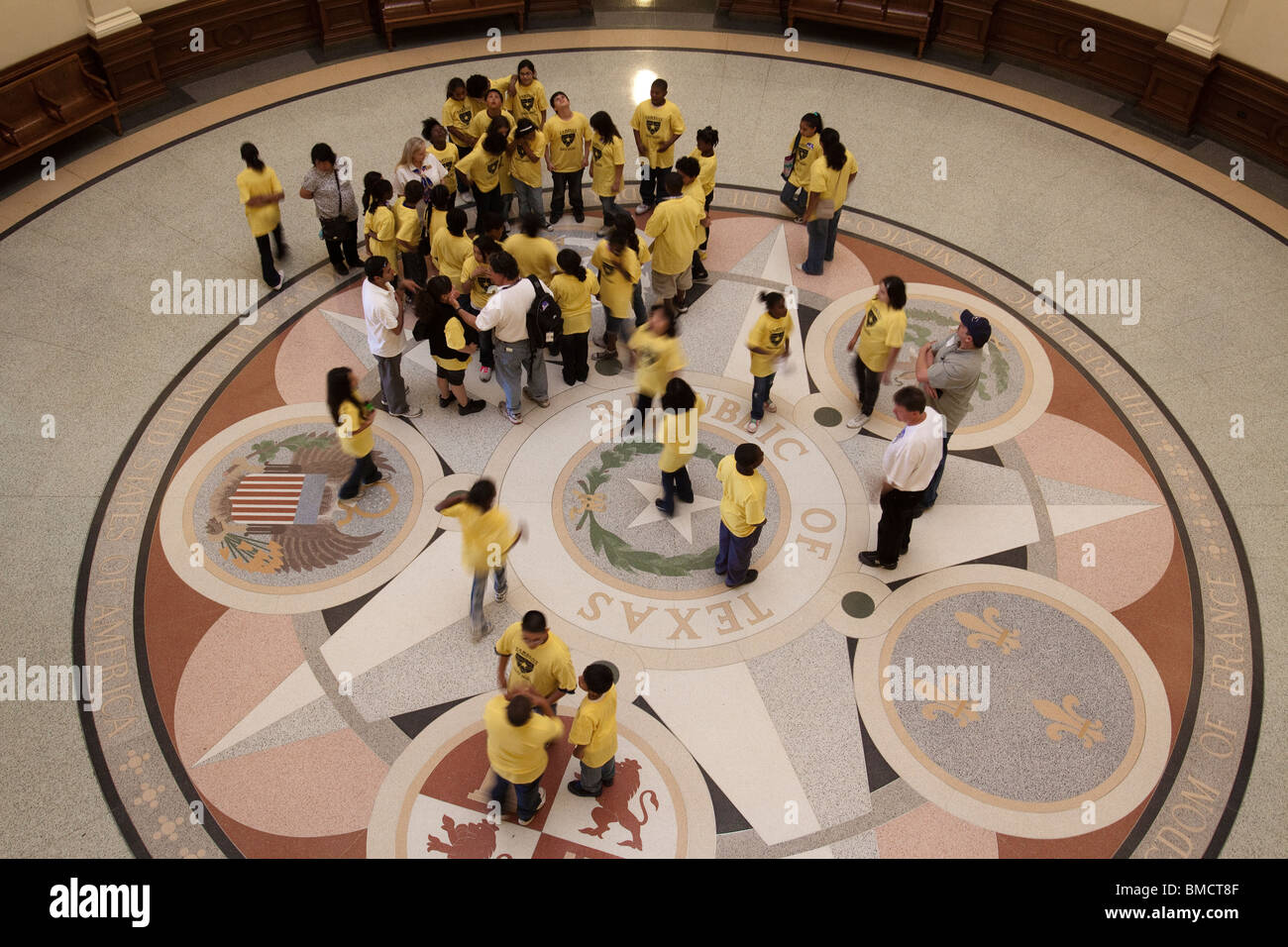 School children on guided tour of Texas state capitol building rotunda in Austin - Stock Image