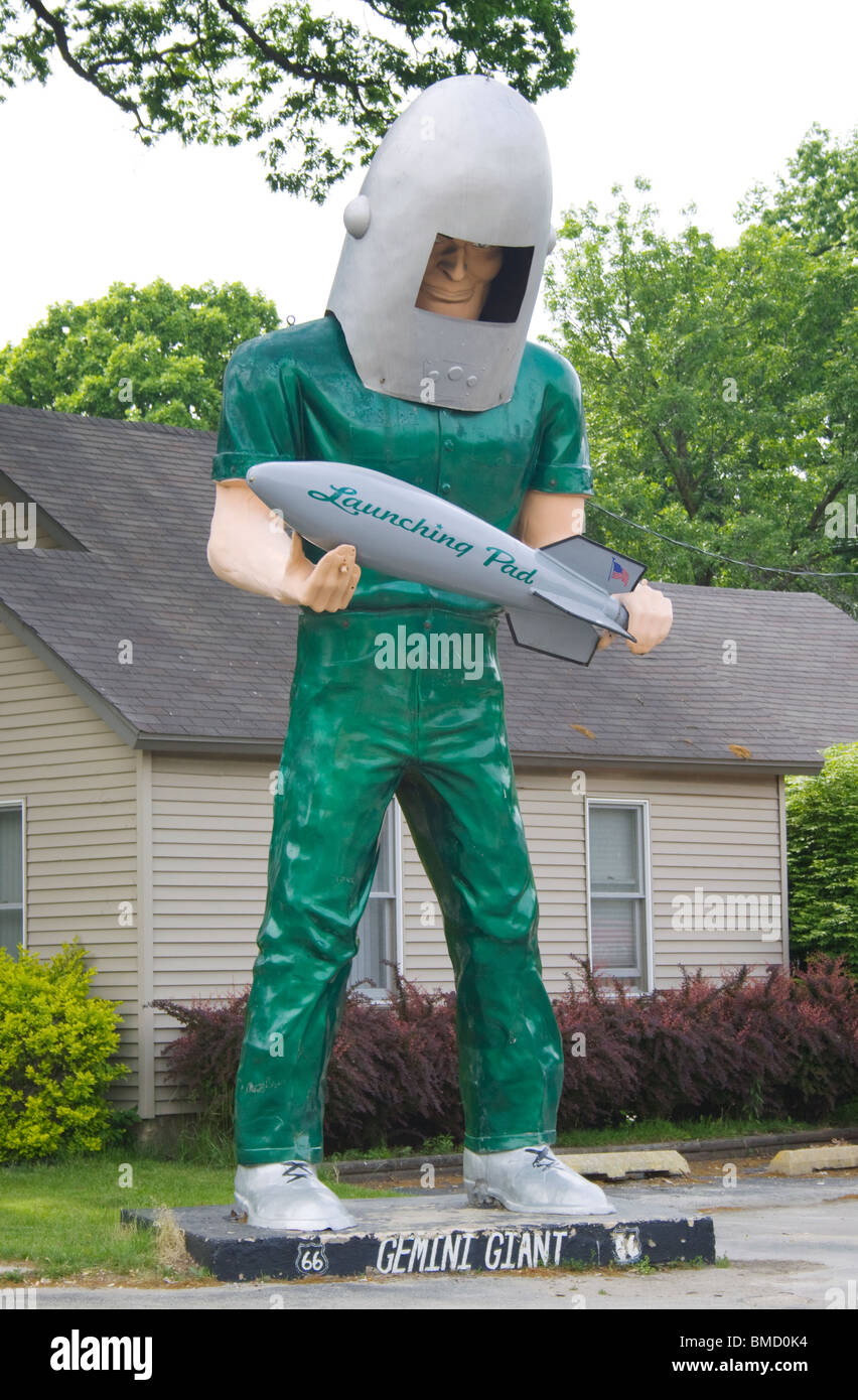 The Gemini Giant outside the Launching Pad diner on Route 66 in Wilmington Illinois - Stock Image