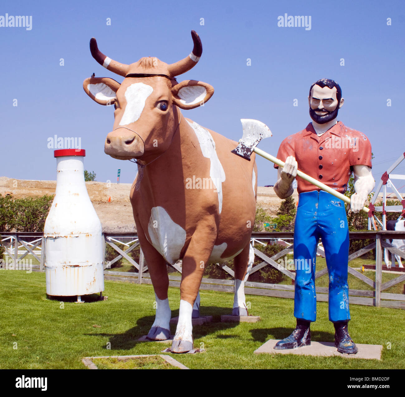 MUffler Man and Cow at a farm in Libertyville Illinois - Stock Image