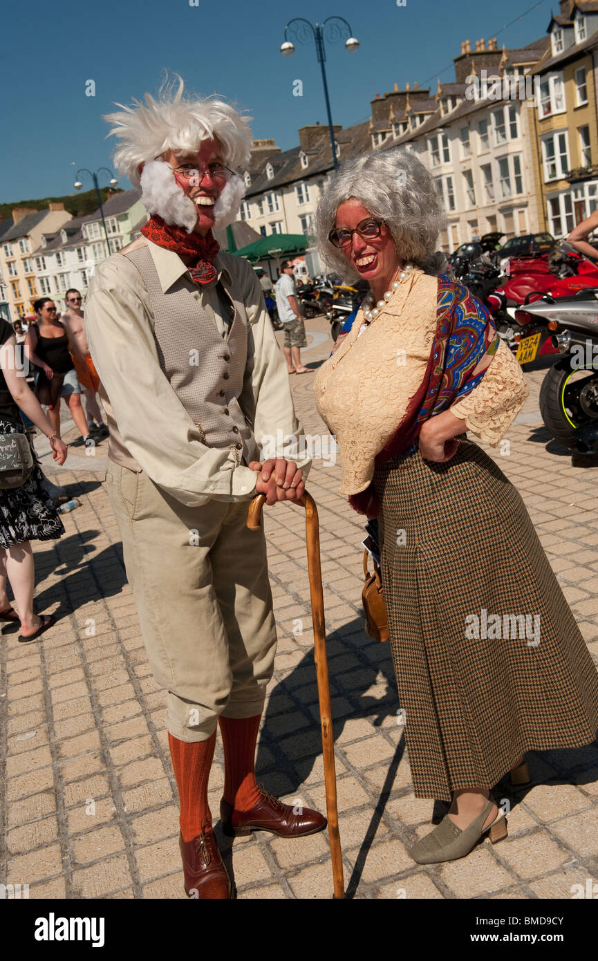 Earthlingz street theatre entertainers performing as Lord and Lady Wooton-Bassett on Aberystwyth promenade, Ceredigion - Stock Image