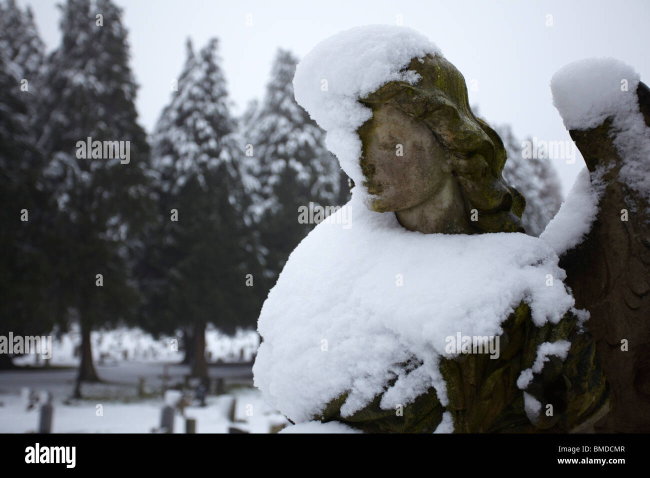 Angel Tombstone covered in snow - Stock Image