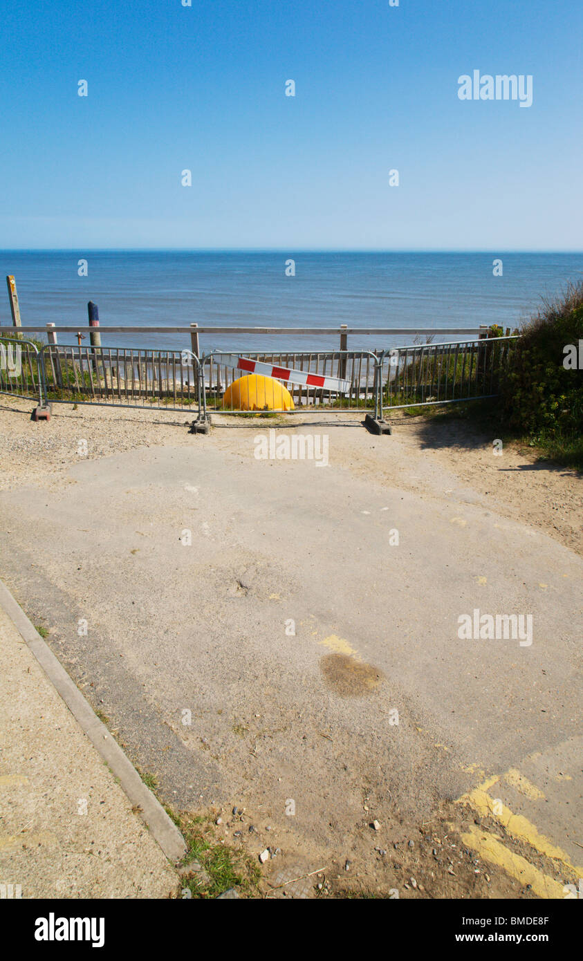 End of the road at Happisburgh cliff edge. - Stock Image