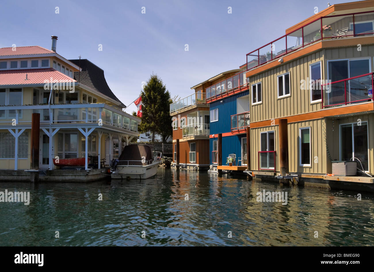 Floating homes in Westbay Marine Village, Middle Harbour, Victoria, British Columbia. - Stock Image