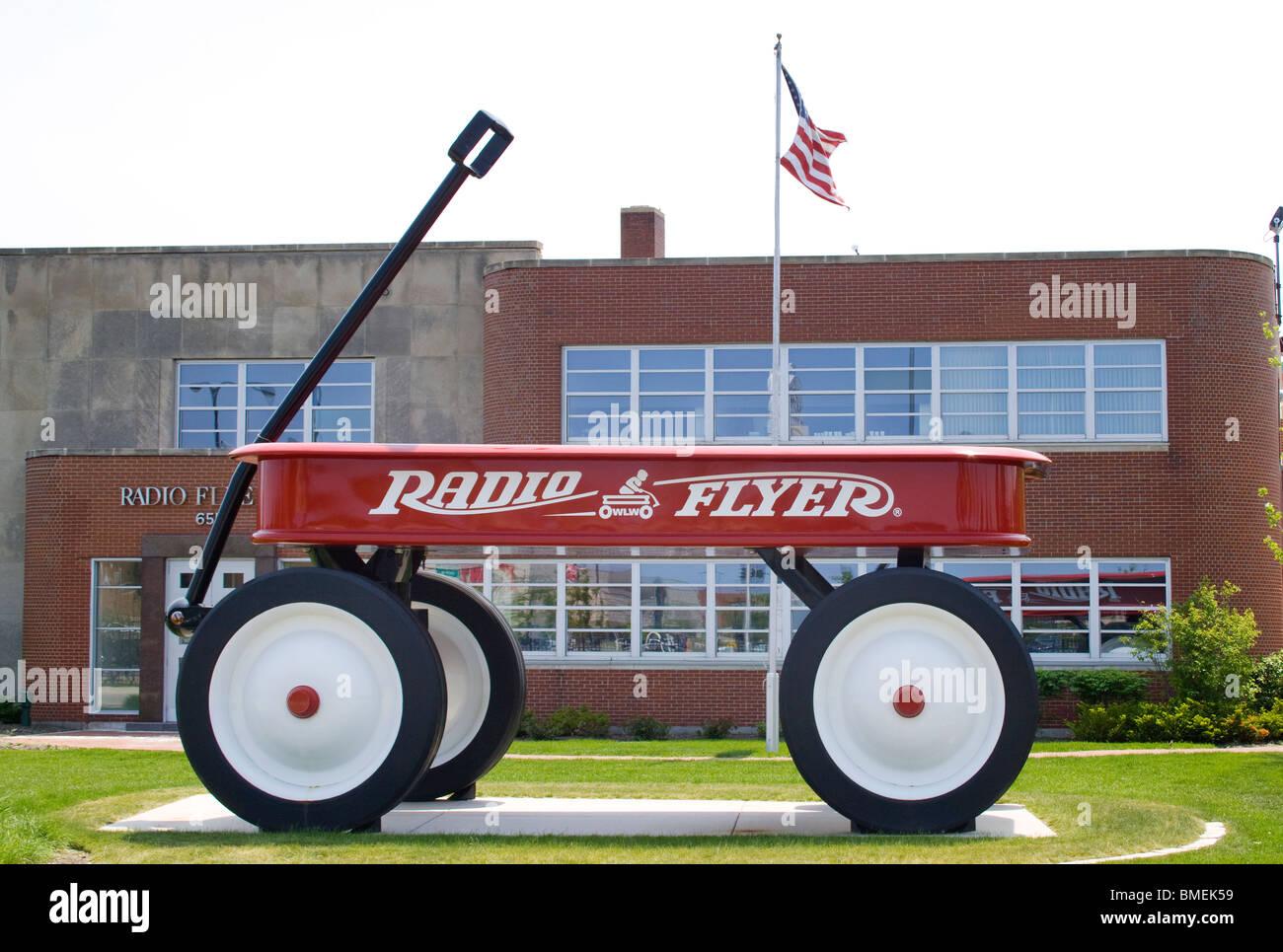 Giant Wagon at the Radio Flyer headquarters in Elmwood Park Illinois - Stock Image