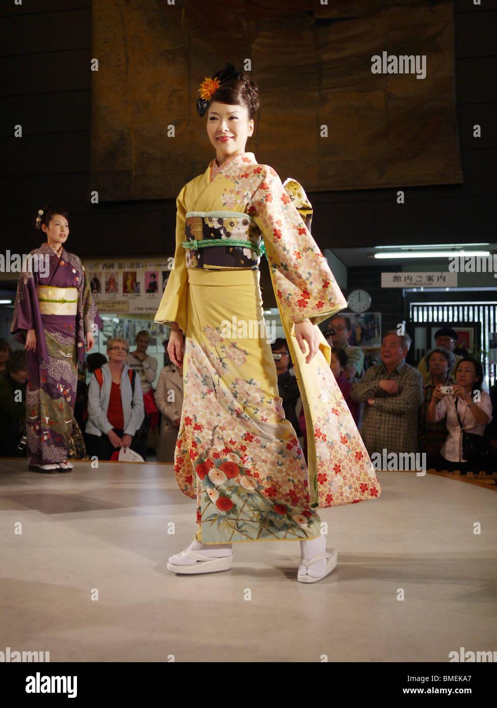Kimono Fashion Show High Resolution Stock Photography And Images Alamy