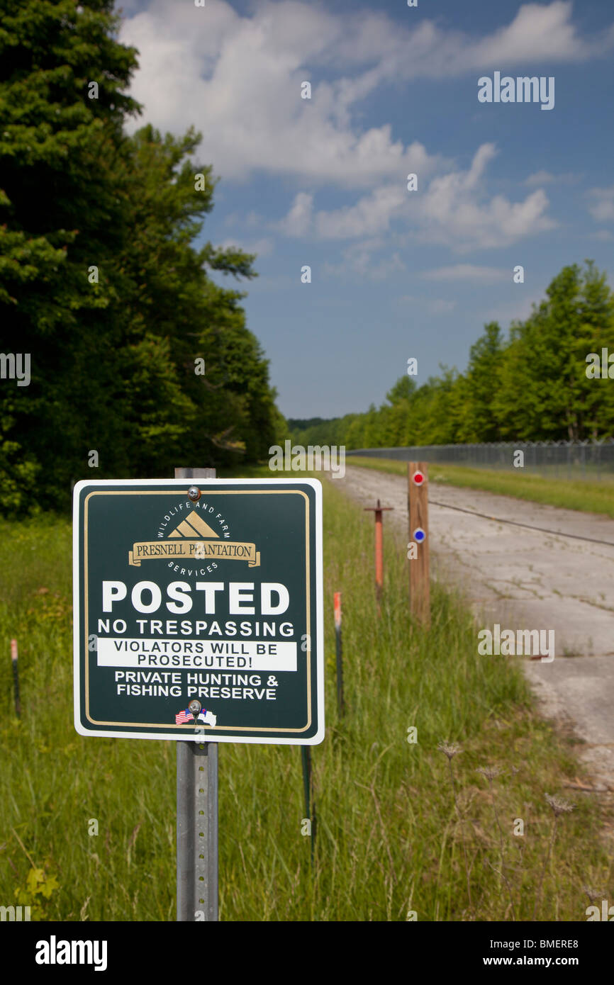 Belleview, Indiana - A sign prohibits entry to Presnell Plantation, a private hunting and fishing preserve. - Stock Image