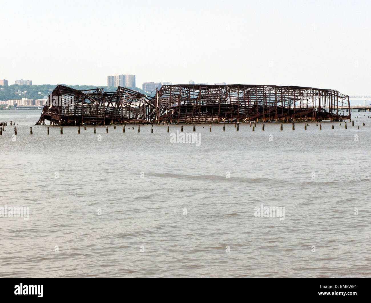 twisted steel skeleton of fire gutted pier preserved as relic of railroad history on Hudson waterfront of Riverside - Stock Image