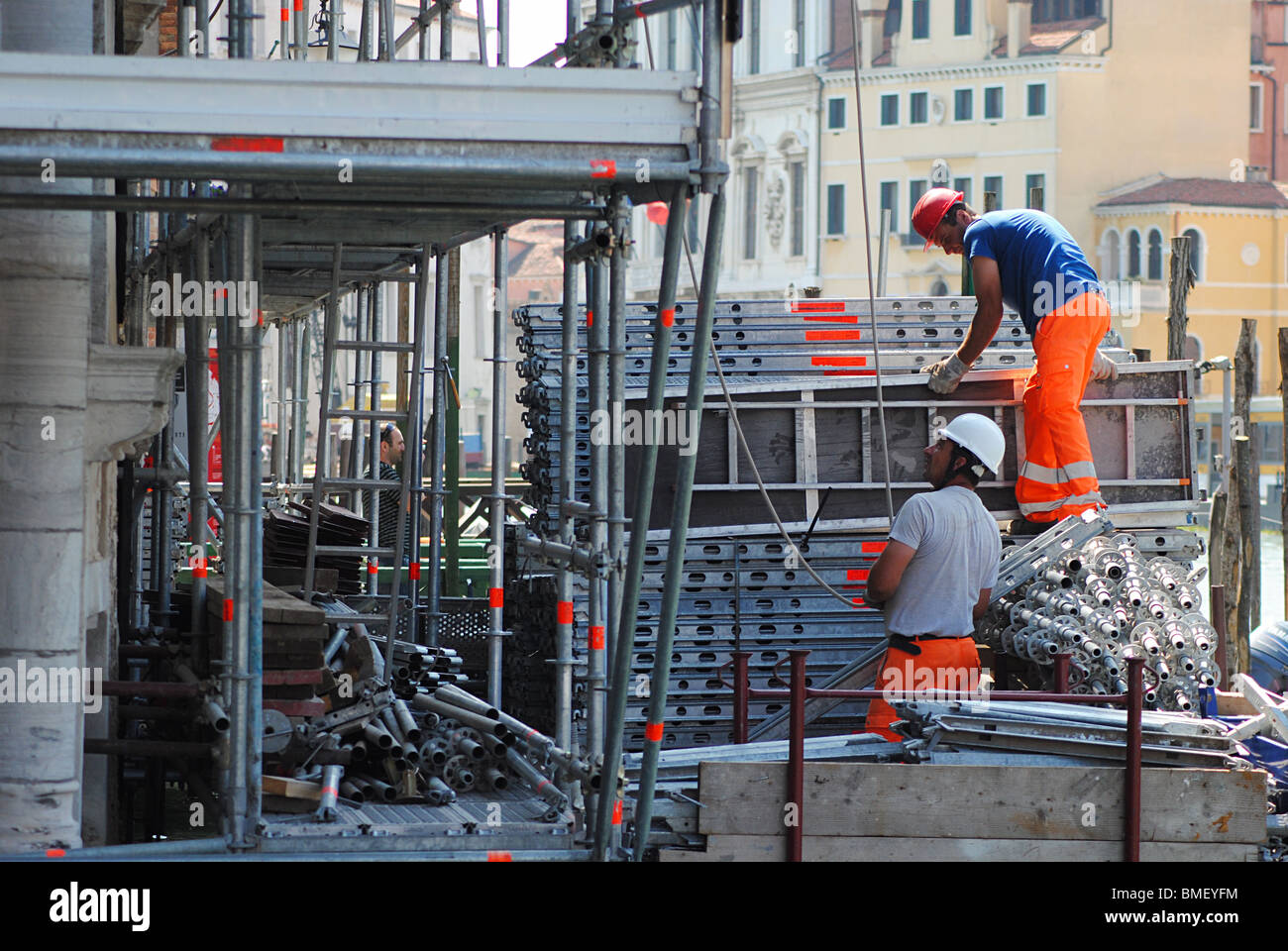 Builders working on a restoration project on a villa by the Grand Canal, Venice, Italy - Stock Image