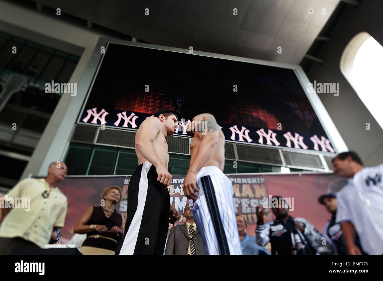 Boxers Miguel Cotto (right with tattoo) vs Yuri Foreman (left wearing cap) weigh-in at Yankee Stadium - Stock Image
