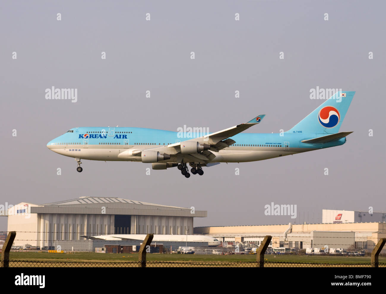 Korean Air Boeing 747-4B5 landing at London Heathrow airport. - Stock Image