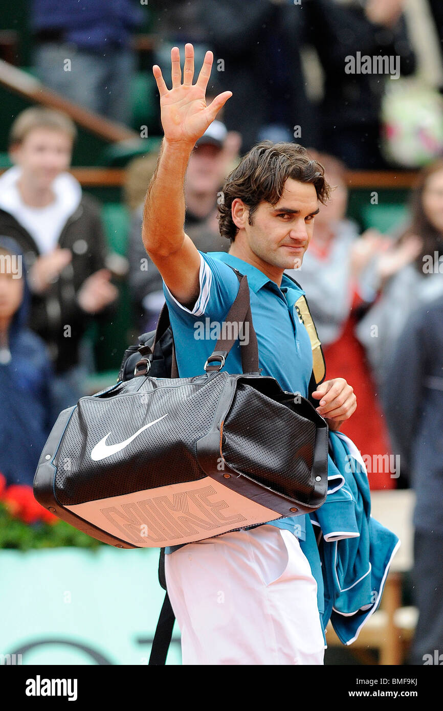Roger Federer (SWI) ater be defeated at the 2010 French Open - Stock Image