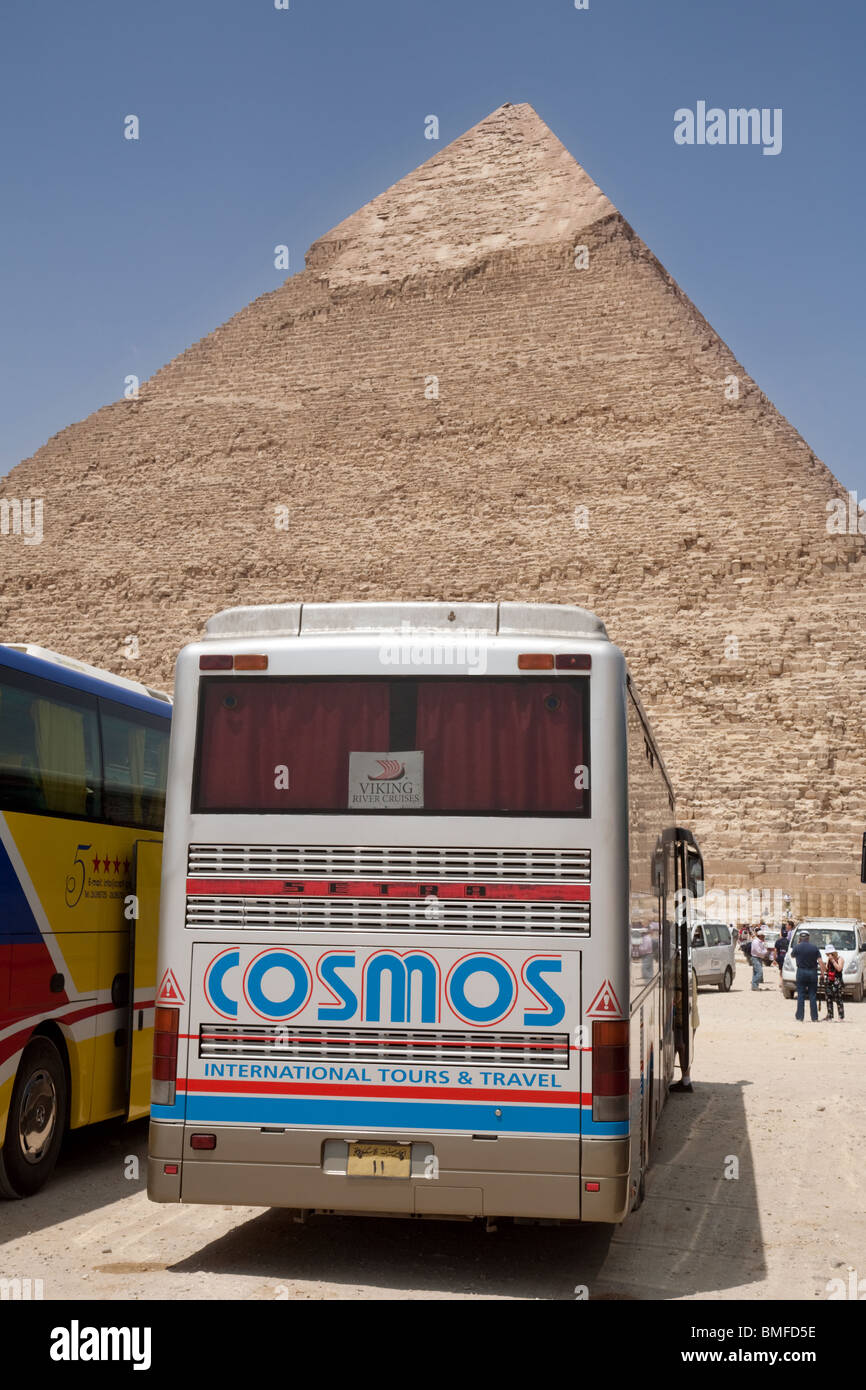 Cosmos Holiday coach at the pyramid of Khafre (Chephren); Giza, Cairo, Egypt - Stock Image