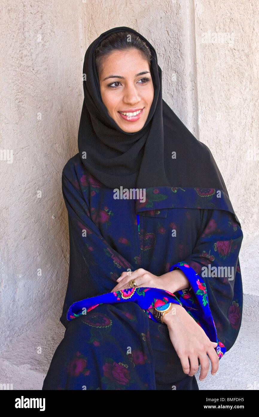 woman arab veil stock photos & woman arab veil stock images - alamy