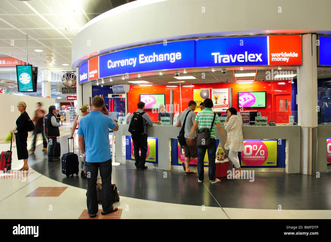Travelex stock photos travelex stock images alamy - Gatwick airport bureau de change ...