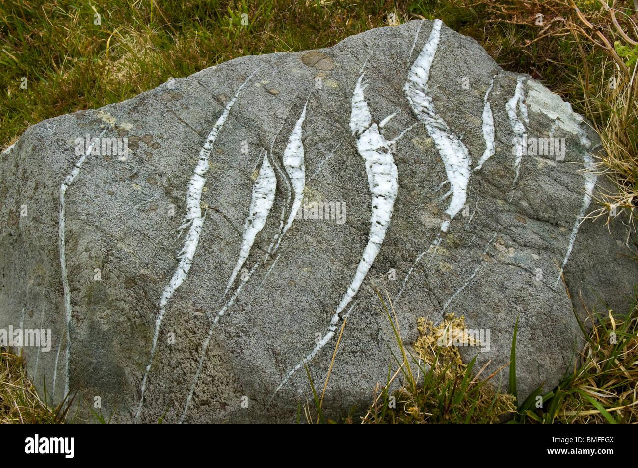En echelon fractures in a rock, County Kerry, Ireland. - Stock Image