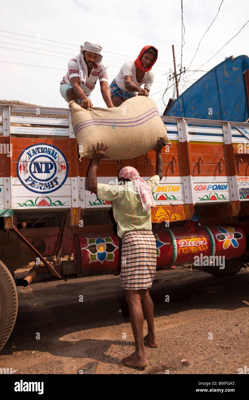 India, Kerala, Calicut, Kozhikode, Big Bazaar, men unloading sacks of spices from lorry - Stock Image