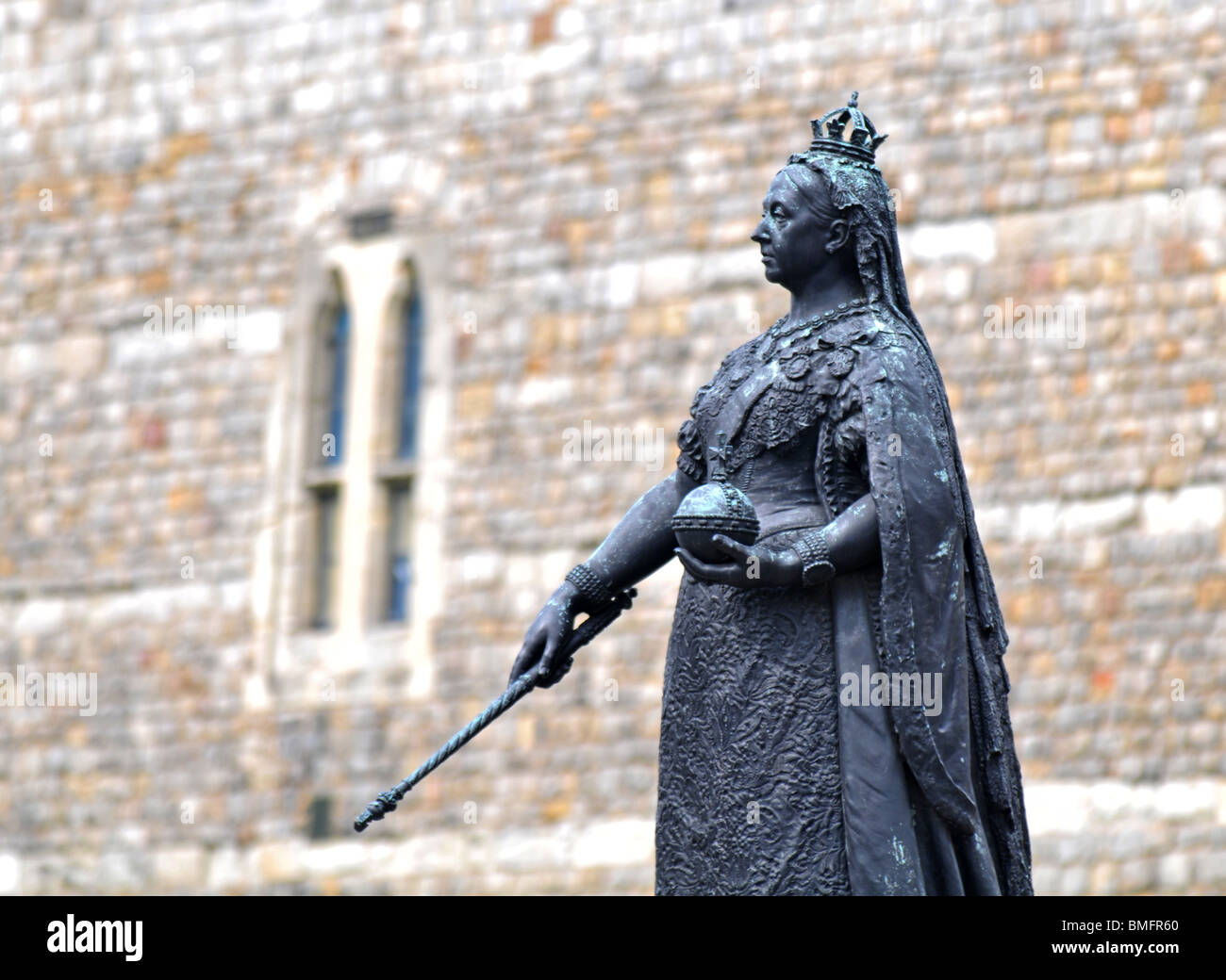 Queen Victoria statue outside Windsor Castle, Berkshire, Britain, UK - Stock Image