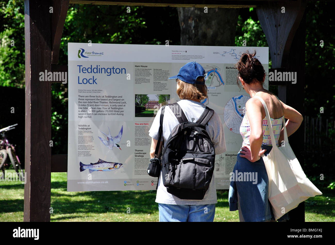 Women looking at area map, Teddington Lock, London Borough of Richmond upon Thames, Greater London, England, United - Stock Image