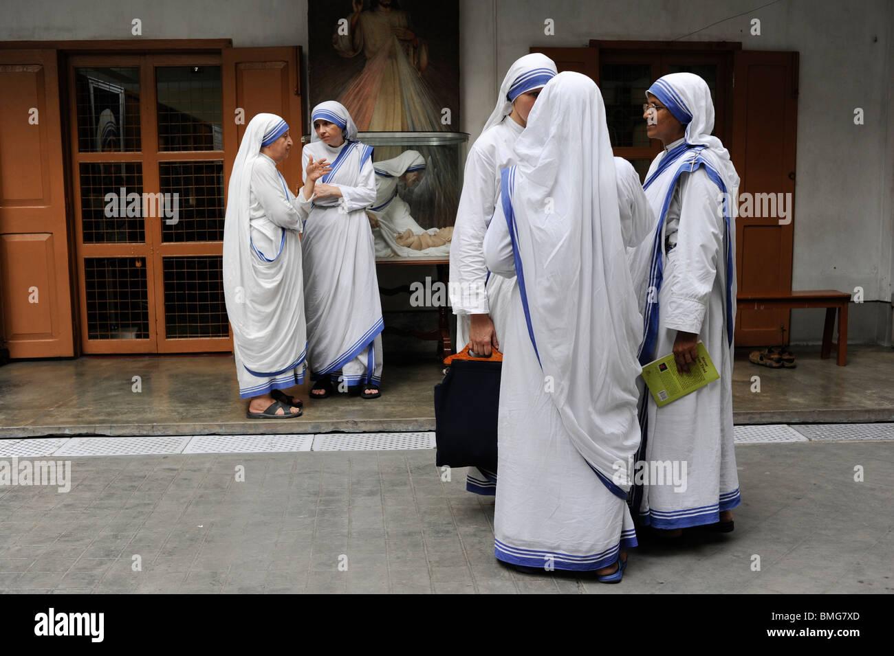 India Kolkata Calcutta, sisters of charity at Mother ´s Teresa house - Stock Image