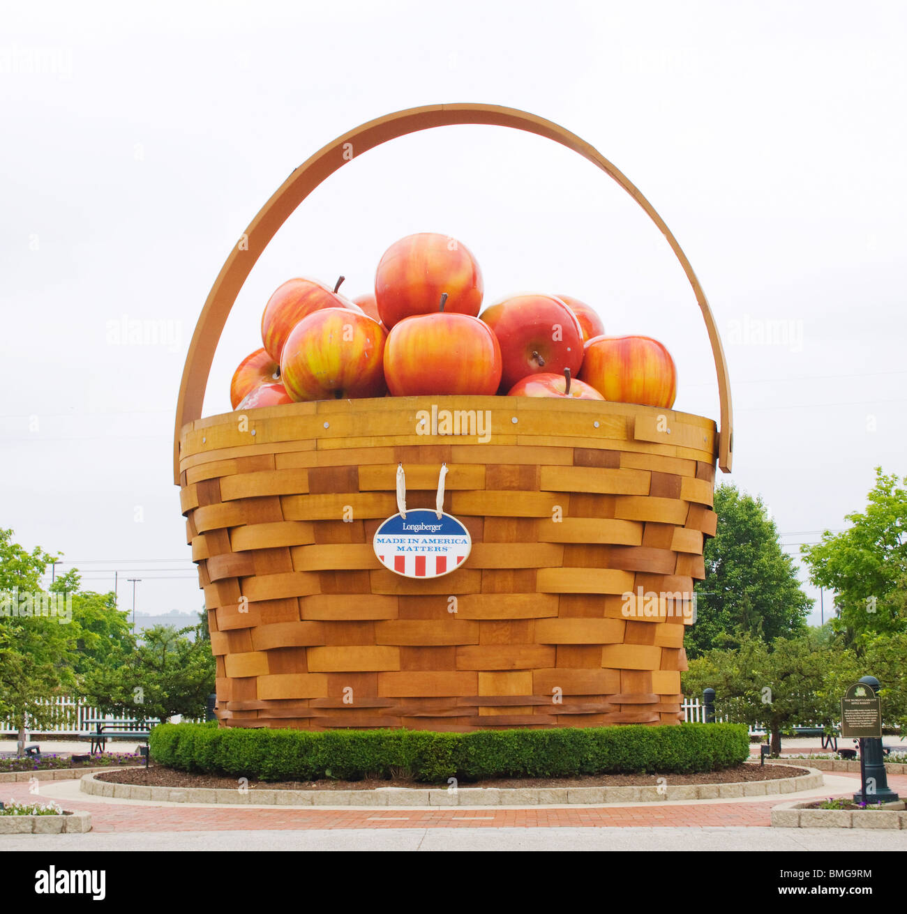 Worlds Largest Basket of Apples in Frazeysburg Ohio Stock Photo - Alamy
