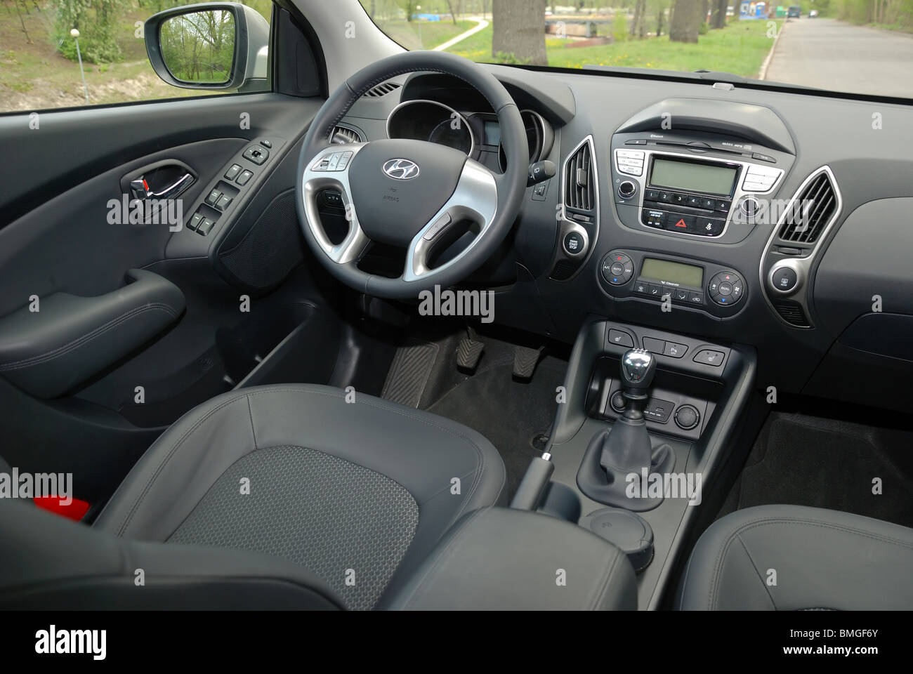 hyundai ix35 20 crdi 4x4 my 2010 beige metallic korean popular compact suv interior cockpit dashboard console