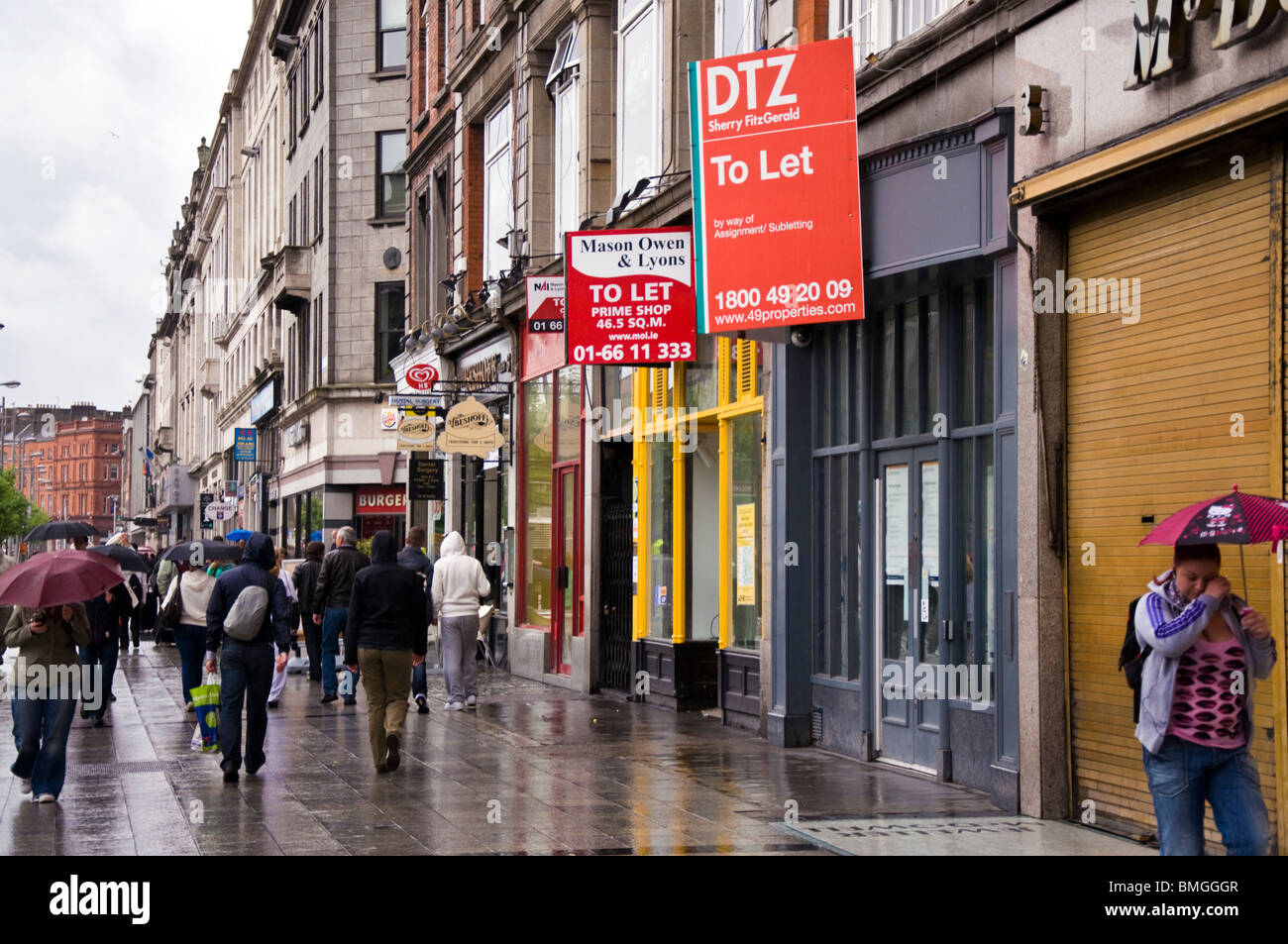 Shop units to let in the city centre on O'Connell Street - Stock Image