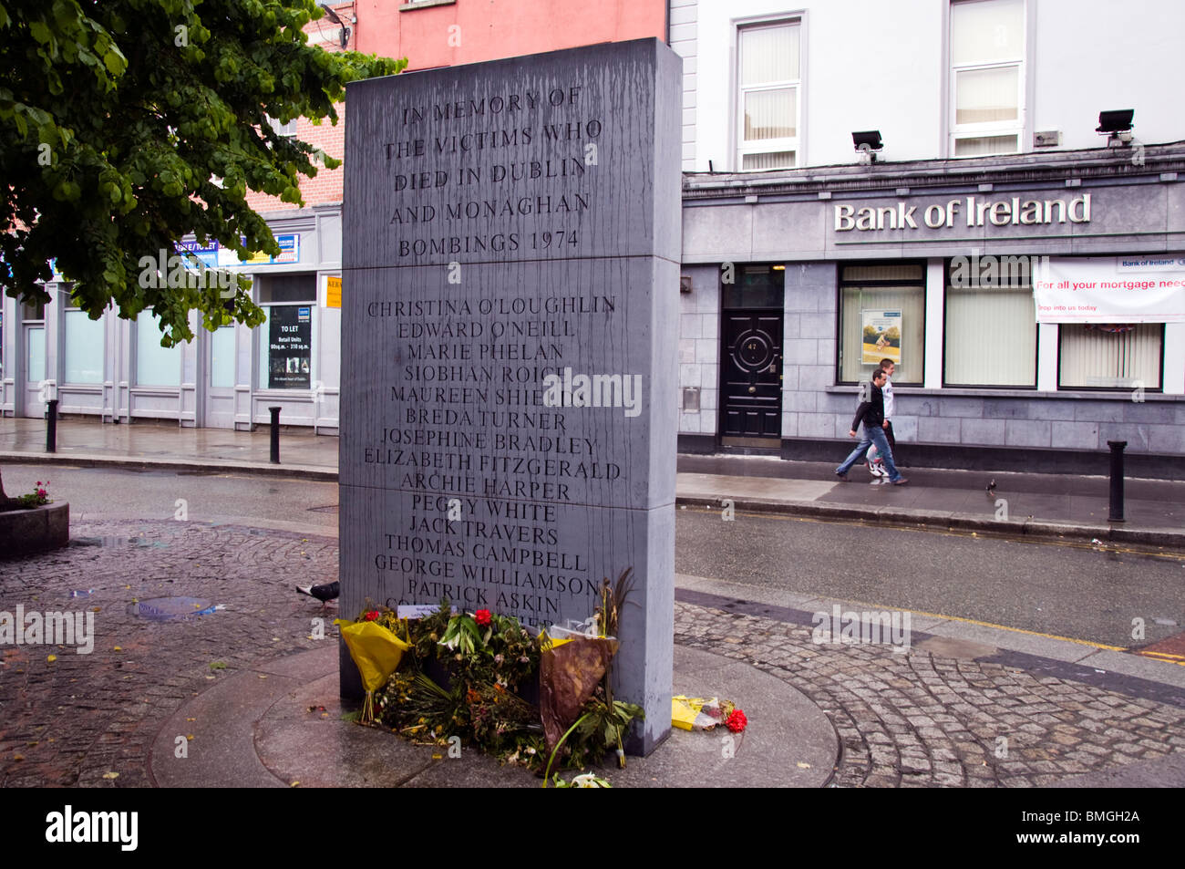 Memorial to those killed in terrorist bombings in Monaghan and Dublin in 1974 - Stock Image