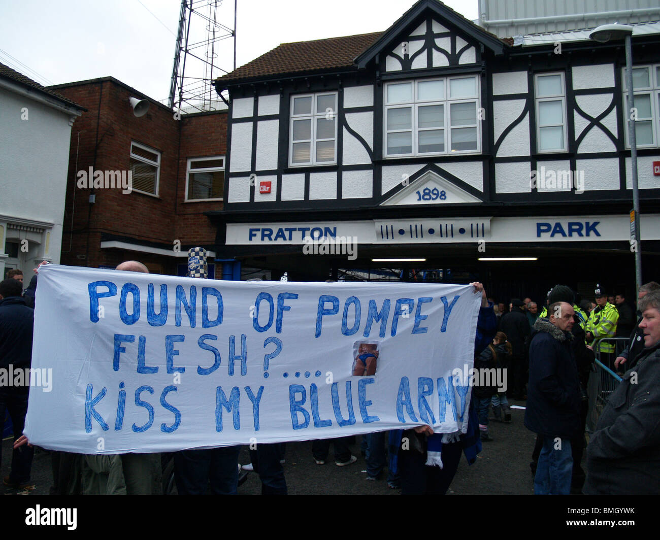 Portsmouth Protesters, Portsmouth FC v Sunderland AFC FA Cup 4th Round 2010 - Stock Image