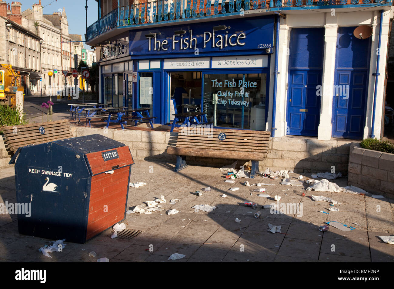 litter and rubbish left outside a seaside chip shop to be cleared up after a summer weekend - Stock Image