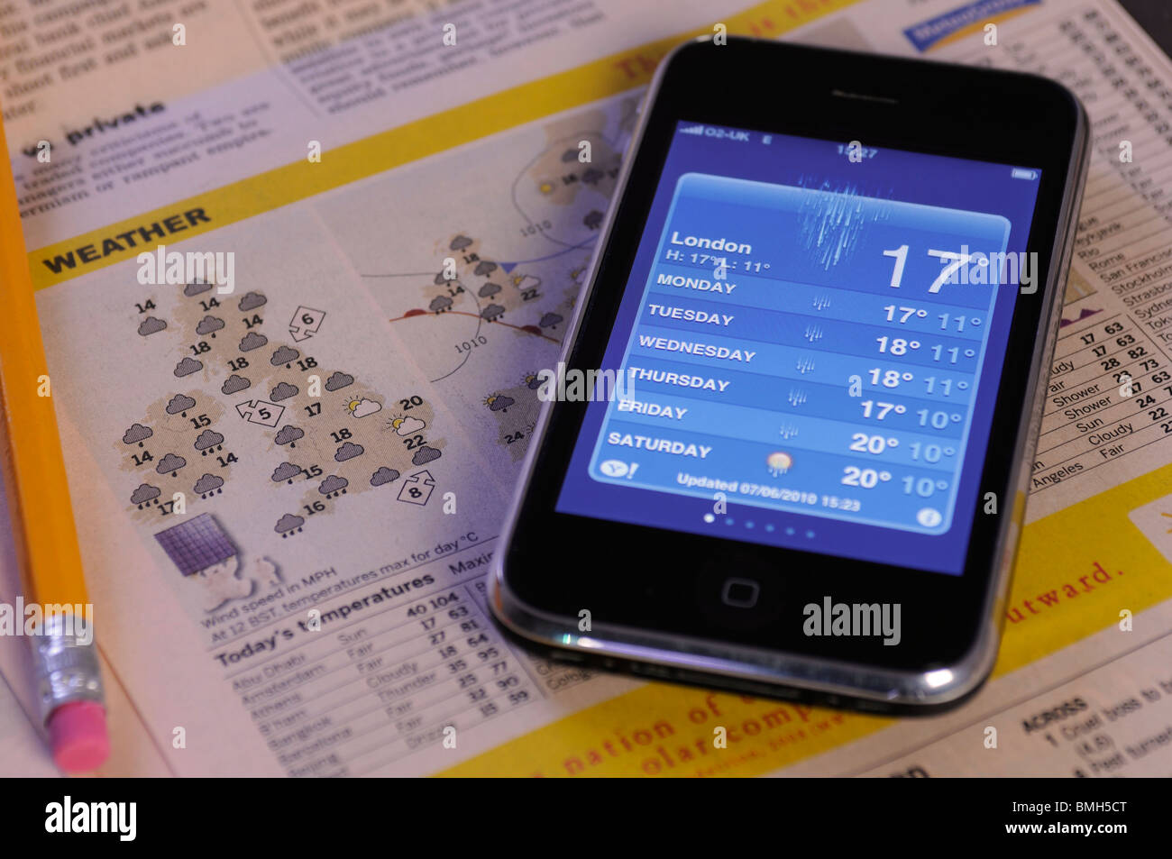 an iphone with a weather forcast on the screen - Stock Image