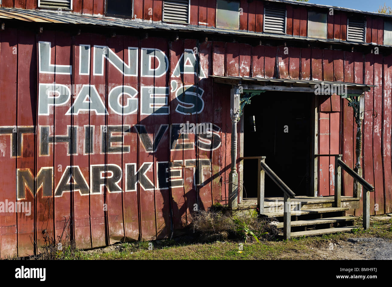 Thieves Market Antique Store in Mount Pleasant, South Carolina - Stock Image
