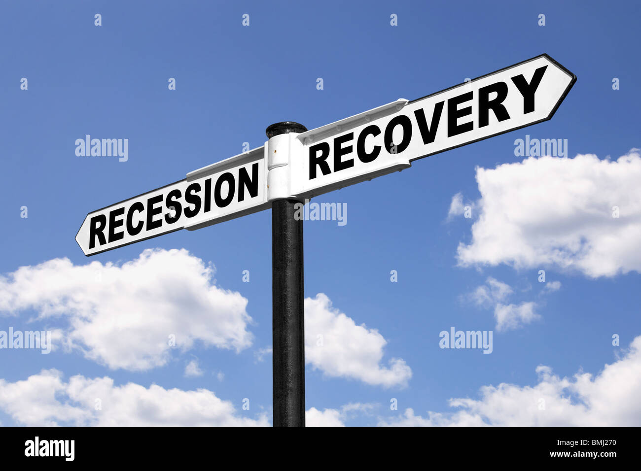 Signpost with the words Recession and Recovery against a blue cloudy sky - Stock Image