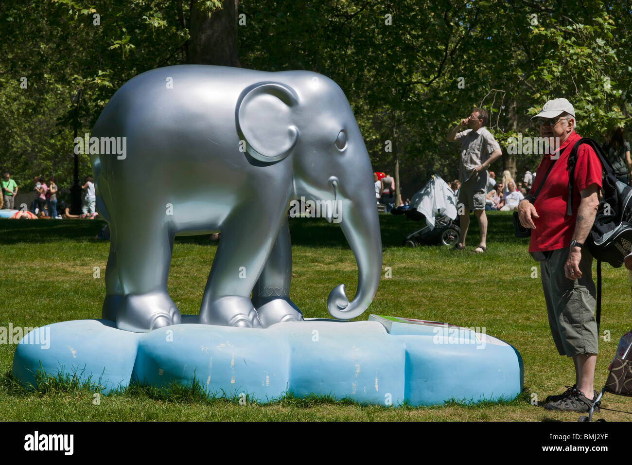 Painted baby elephants, London, summer 2010. In a campaign to protect the Asian elephant, 250 fiberglass life-sized - Stock Image