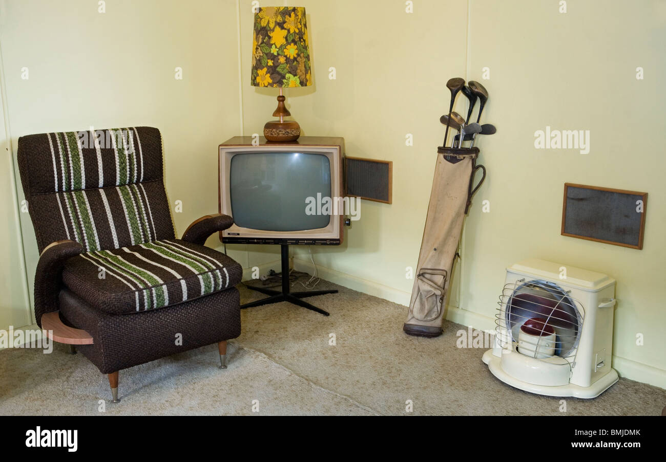 BW TV set, Golf clubs and other vintage furniture in a beach house from the ('50s house or 50's house) Auckland, - Stock Image