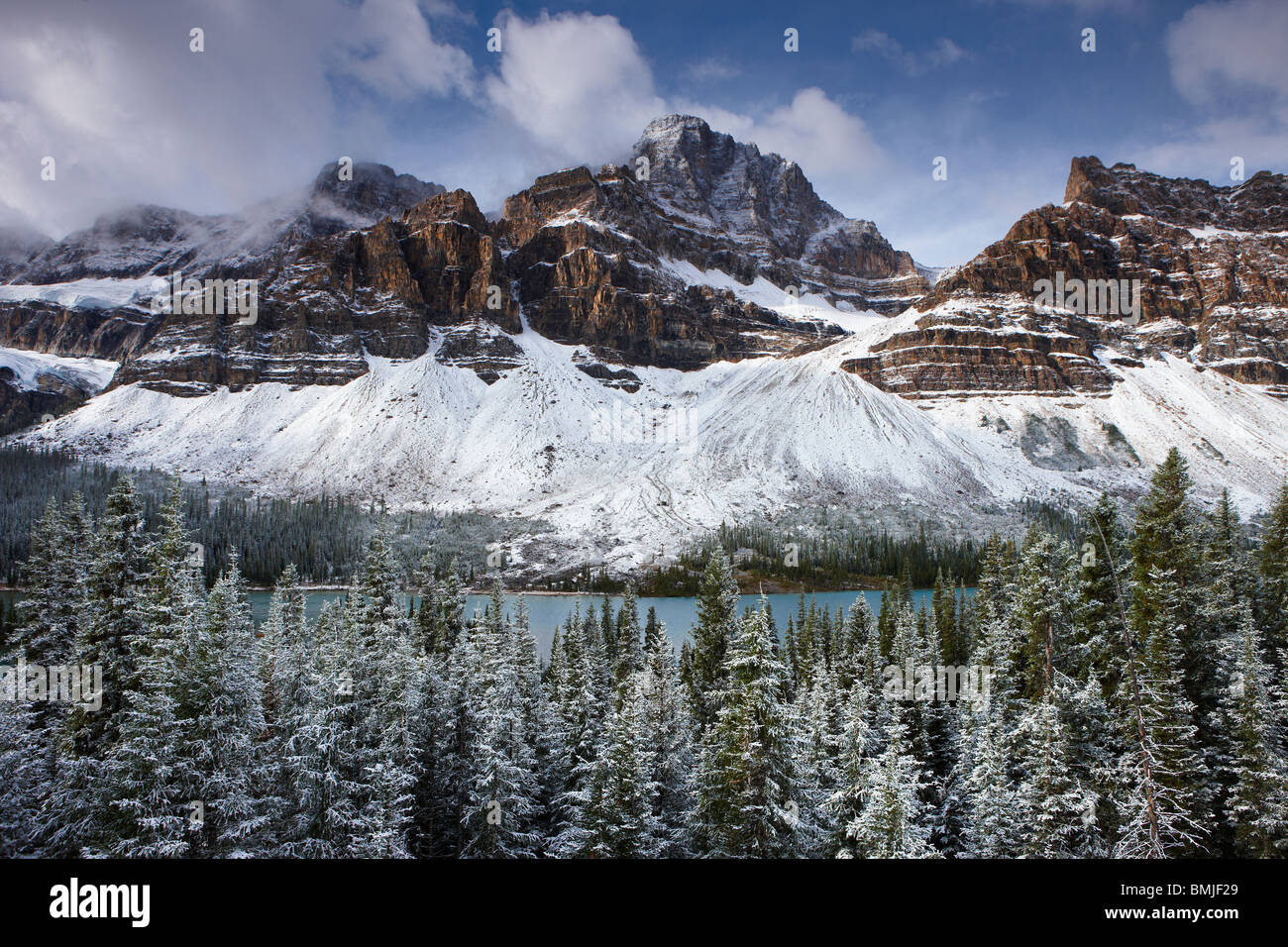 Mount Crowfoot & the Crowfoot Glacier above Bow Lake in the snow, Icefields Parkway, Banff National Park, Alberta, - Stock Image