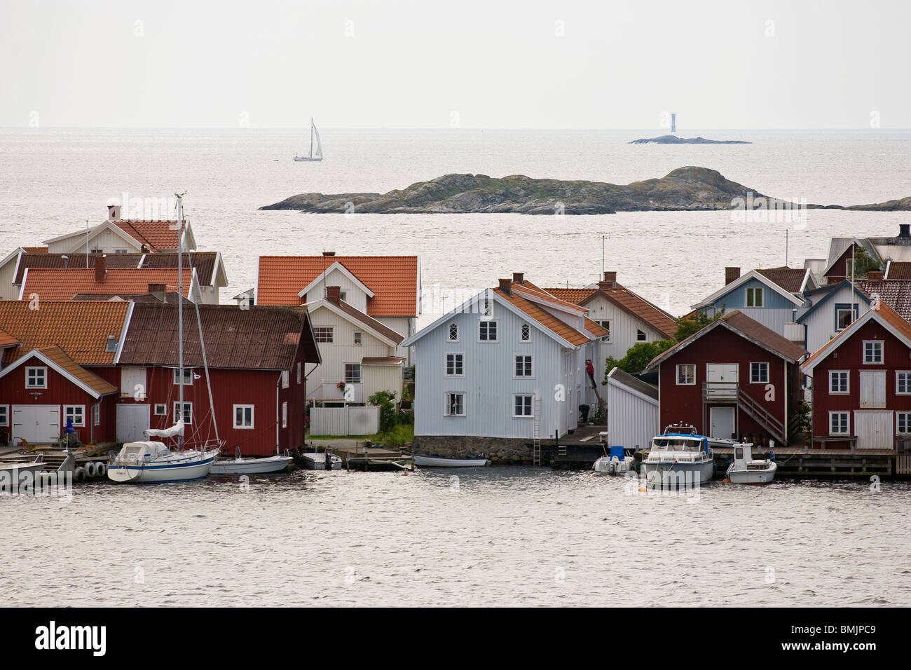 Scandinavia, Sweden, Bohuslan, View of residential structure with boats in sea - Stock Image